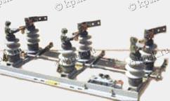 Разъединители наружные серии РЛНД на напряжение 10кВ предназначены для включения и отключения под напряжением обесточенных участков цепи высокого напряжения, а также заземления отключенных участков при помощи стационарных заземлителей